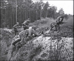 historicaldetailsandstuff:  A Red army infantry section goes into the attack armed with Mosin Nagant rifles and PPSh-41 Sub machine guns, 1943.