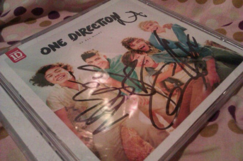 lovebrilynn:  I ended up with an extra CD at the One Direction signing yesterday and I figured that instead of giving it to someone who isn't going to care, I'd give it to someone on tumblr. :) You can reblog or like it as many times as you want, I don't really care. The only thing is that you have to be following me!  click here :) you have until April 5th! good luck to everyone!