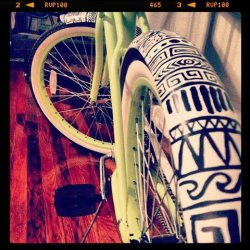 new bikee!! hand painted the fenders! <3