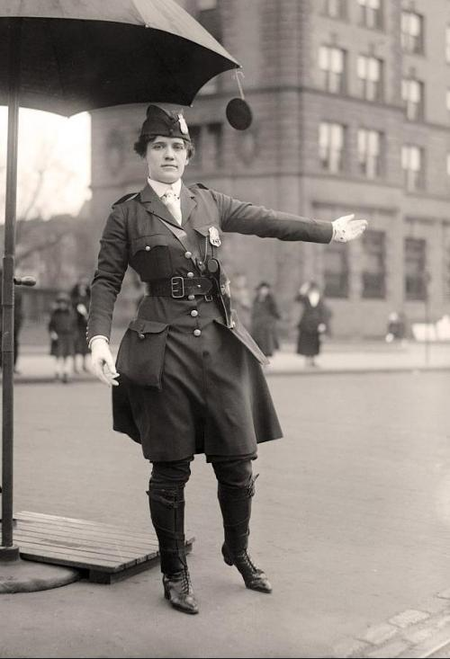 fynneyseas:  maudelynn:  Mrs. King, Traffic Cop, c.1918 by Harris & Ewing. I want her boots.  Her. Uniform. Check out those pockets. Coolest skirt pockets ever.