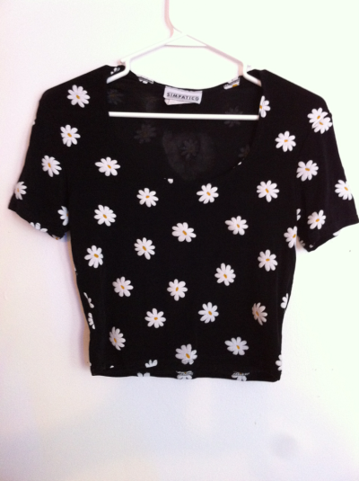 yard666sale:  90Z DAISIES TOP