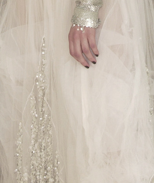 felixinclusis:  lavandula: chanel haute couture autumn/winter 2002-2003