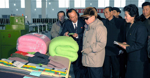kimjongillookingatthings:  looking at blankets