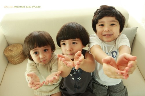 Catatan cacingedance: Mason, Mavin, and Maden. So cuteeeee>< and because you guys are so cute, i'll give you lots of candy kekeke~