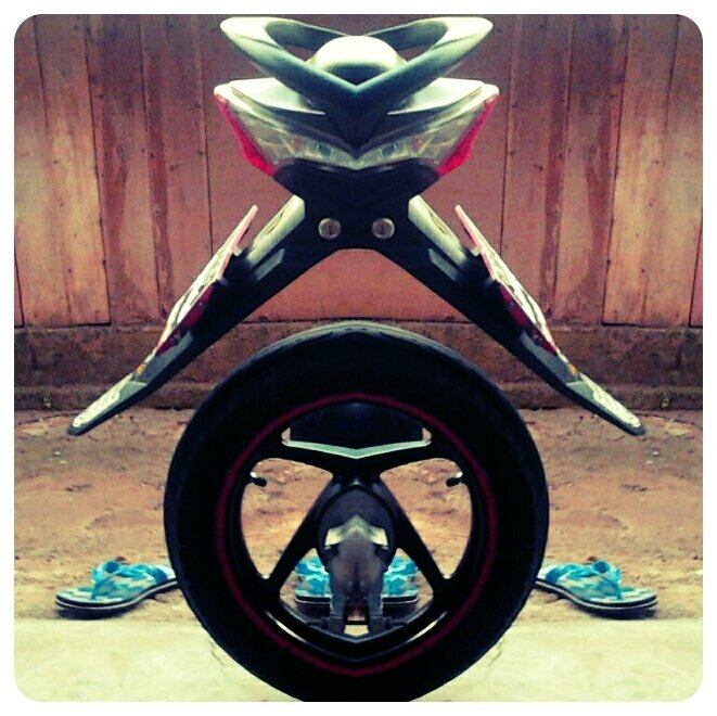 MotoCustom#andrography #capturemoment #fotodroids #indonesian(from @aangucup on Streamzoo)
