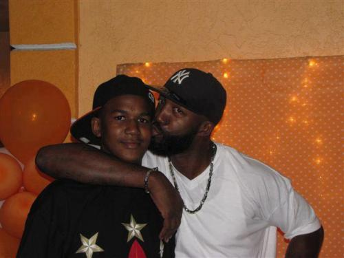 tellmewatchuknowboutthis:  TRAYVON MARTIN AND HIS DAD. reblog this photo. R.I.P. Trayvon </3