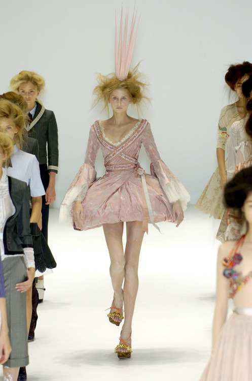 suicideblonde:  Alexander McQueen Spring/Summer 2005 One of my favorite McQueen looks  Doing Lolita right.