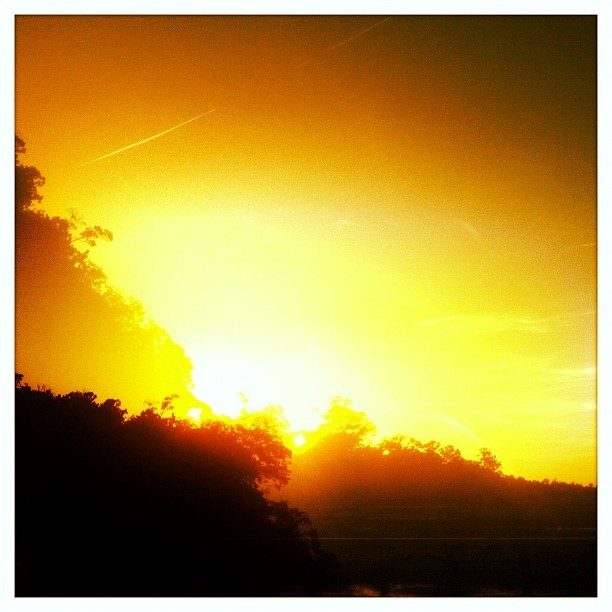 087 - the edge #sunset  #silhouette #paradise #photoaday  #photooftheday  (Taken with instagram)
