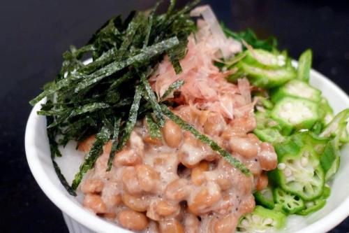 "RAW NATTO DONBURI To make the raw ""rice"": 1 cup soaked cashews 1/2 teaspoon celtic salt 1 1/2 cups peeled and diced turnips or daikon radish 1 1/2 finely chopped cauliflower head Chop, chop, chop everything into small pieces! Or use food processor."