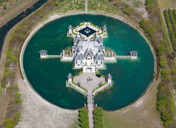 MIAMI MANSION COMPLETE WITH MOAT. ONLY $US 11 MILLION.