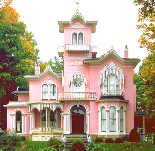 A Favorite of berrypinksweets  berrypinksweets :My favorite house. I wish I knew where it was.