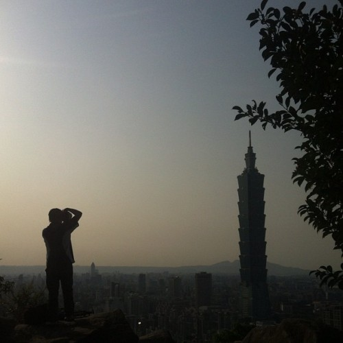 #photographer #silhouette #camera #taipei #taiwan #台北 #台灣 #nature #iphonegraphy #iphoneonly #photooftheday #bestoftheday #green #sunshine #trees #tree #sky #asia #亞洲 #skyline #mountain #hill #city #architecture #buildings #taipei101 #101 (Taken with instagram)
