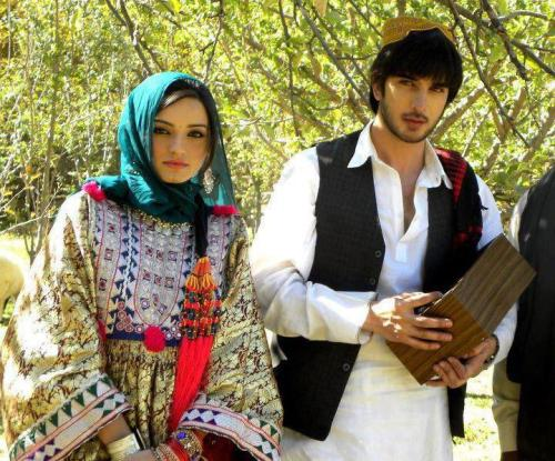 watanafghanistan:  Afghan traditional men and women dress.  Possibly Tajik?