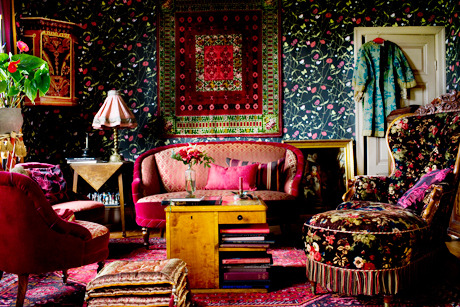 I would love to have a room like this someday. I'm all about a lot of color and fun.