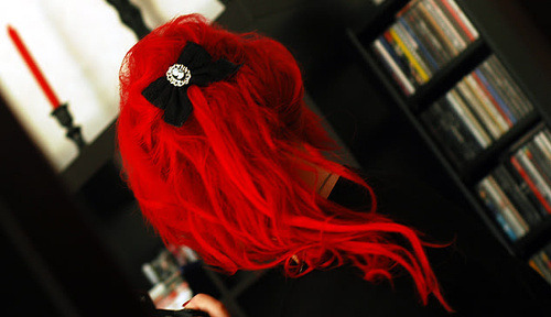 showbizservo:  Oh man, I've always wanted hair this bright firetruck red *o*