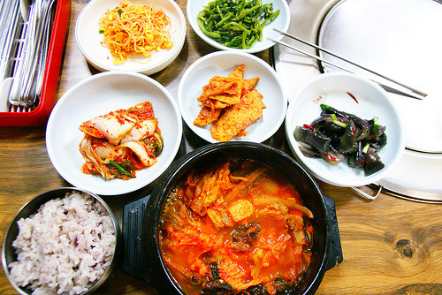 shelovesasianfood:  김치 찌개 (by eiku suyama)