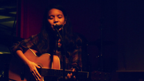 Hai guise. This is a shameless post of a photo of me singing.  Thanks @makuzcortes for inviting me to play! Also, Foc Fashion's set was awesome.