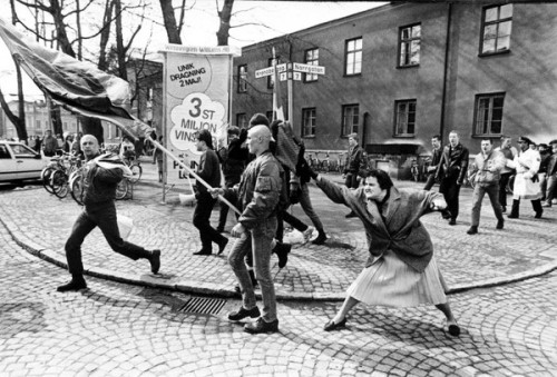 A woman attacks a Swedish Nazi in 1985. The woman, who just happened to be walking by, was a Polish immigrant and a survivor of a concentration camp. The Nazis were attacked by Swedish antifascists just after this was taken.