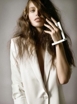 Hair in need of repair? Treat your tresses right!(Image via Vogue Latin America April 2012)