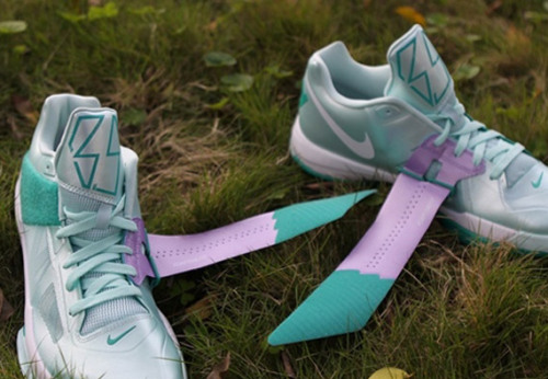 Nike Zoom KD IV - Easter new pics of the upcoming KD IV for the Nike Basketball Easter Pack.  nice pastel greens on the upper with little hits of purple and white.  clean subtle look, available April 6th. click here for more pics Related articles Nike Zoom KD IV 'Easter' - Additional Images (sneakerfiles.com)