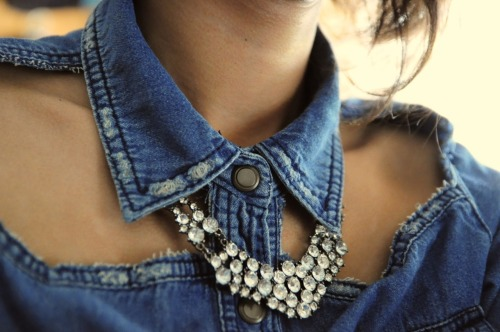 what-do-i-wear:  An easy D.I.Y cut out denim shirt (image: thequietspaces)