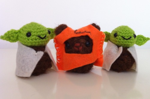 Two Mini Yodas and one Wicket, the Ewok, are going away to their new homes today :) Aaaand I am almost done with one mini Chewbacca :3 Papakaos ♥♥