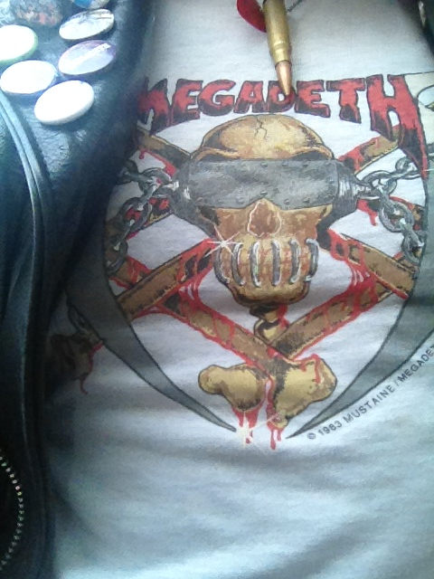 arsenicko:  thrashersteve:  Megadeth 1983  la quiero ahora !!!  The most rarest Megadeth shirt I own.
