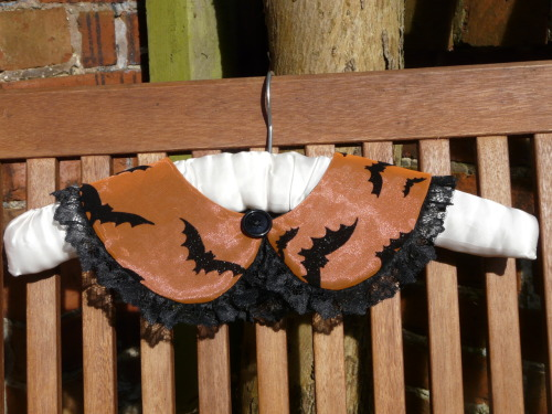 gothetsyfinds:  Orange and black glitter bat collar with lace frill by Quaintrelle Anarchist  http://www.etsy.com/listing/96276798/orange-collar-with-bats-and-lace-frill