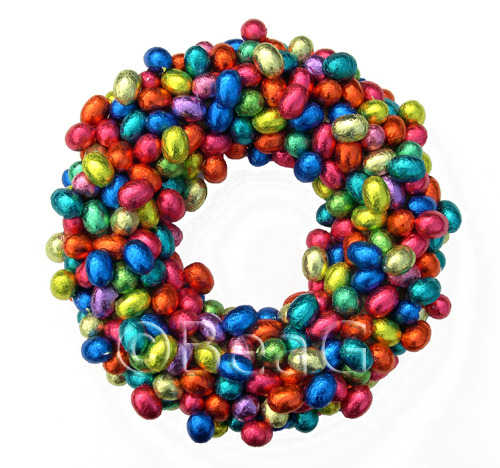 DIY Chocolate Easter Egg Wreath. This could not go on the outside door at my house because the squirrels and chipmunks would find it and eat themselves to death and that would not be festive. Same with the roundup of Peep wreaths I posted here. But I still like them. From BeaG on Craftster here.