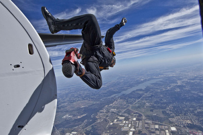 st4r-w4rz:  5tarship:  someone go skydiving with me  pick me