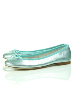 teenvogue:  Don't sacrifice your feet on your big night! These glamorous flats are as easy on your toes as they are elegant. Check out our fave party-ready picks here » topshop.com  Ah! Yes.