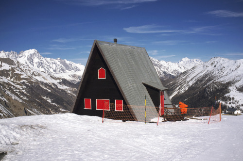cabinporn:  A-frame in La Thuile Mountains, Italy. Photographed by Kristian Helgesen.