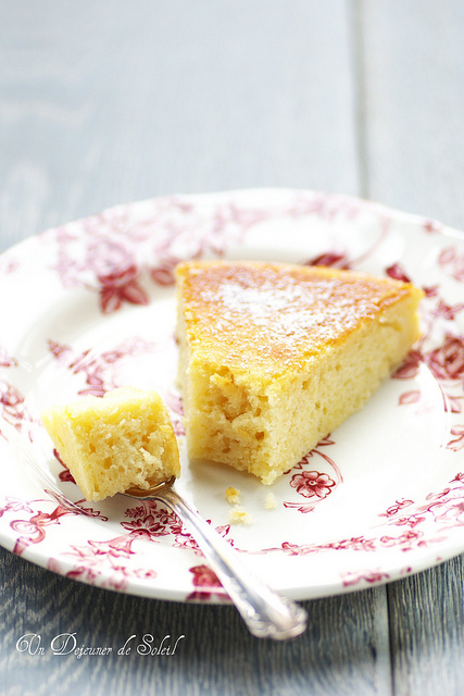 Buttermilk cake with lemon and cheese