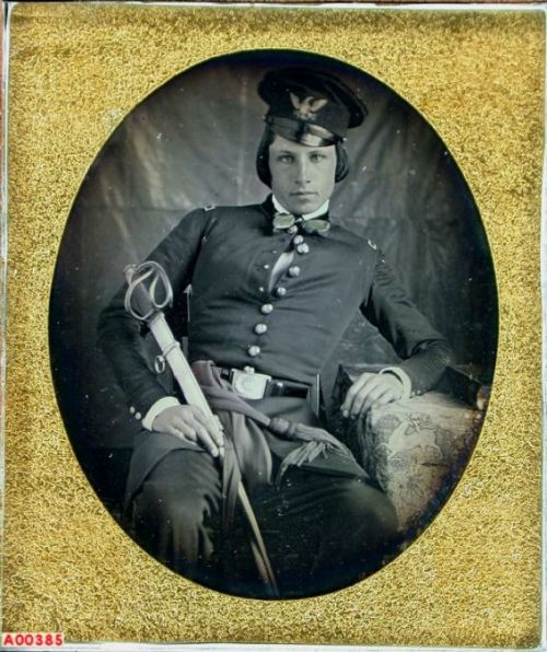 tuesday-johnson:  ca. 1846, [daguerreotype portrait of Lt. George H. Gordon, U. S. Mounted Rifles] via the Daguerreian Society, William J. Schultz Collection  the fuck is swag… is the first question that comes to my head when I see old pictures like this. These guys knew how to dress.