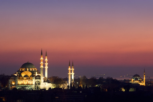 [Mahmoud Abuabdou] A sunset shot of the Suleymaniye Mosque (the Magnificent) in Istanbul, Turkey.