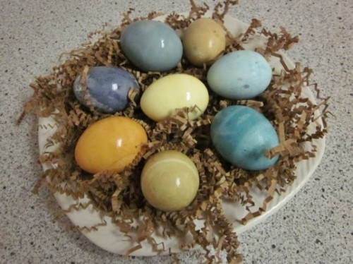 wallums:  DIY How To: Dye Easter Eggs Naturally With Your Kids. Great advice. - Wallums (via HOW TO: Dye Easter Eggs Naturally With Your Kids | Inhabitots)
