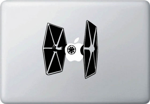 (via 50 Creative MacBook Decals and Stickers) Multi-layered geekdom.