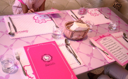 kawaiiw0rld:  Hello Kitty Cafe