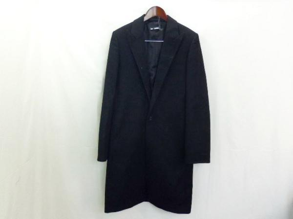 lacollectionneuse:  coat with peak lapels (it sz 46) • vintage raf simons15,000 円  i would kill some one for this.