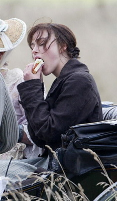 celebsliketoeat:  keira knightley eating a sandwich