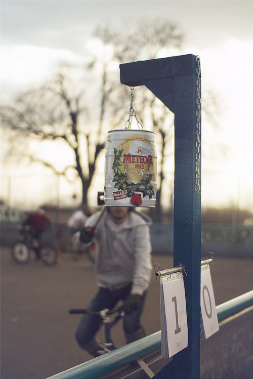 arenabikepolo:  The only thing better than an empty beer can tap-out would be a full bottle of whiskey tap-out.  Thumbs up for the engineering too! -creamy madgas:  1st Tournament of Ligue de l'Est - SxB bike polo