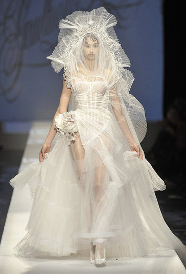 don't really have any real inclination to marry, but i will take the dress part and wear it at a midsummer celebration of love.