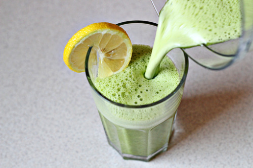 losing-every-extra-pound:  Detox Smoothie  1 1/4 cups (310 ml) pineapple juice juice from 1/4 a lemon handful fresh spinach leaves 1/4 tsp fresh grated ginger   This super detox smoothie is great for alkalizing your system. It is refreshing and packed with vitamins, minerals, fiber, and enzymes.recipe and directions here