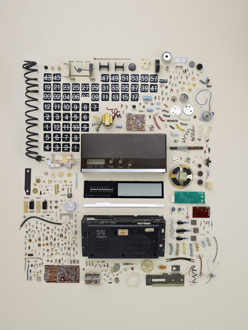 sophication:   (via Todd Mclellan: Disassembly | Popbee)