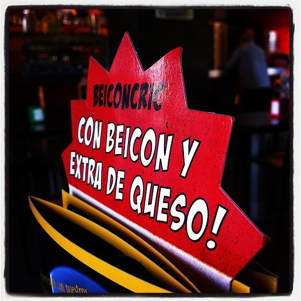 Phonetic translations!!! #bacon #beicon #food #foodporn #comida #bar #beer #cerveza #tipicalspanish #cocktail #cocktel #cubata #drink #girona #spain #nofilter #igers #igersgirona #igersspain #iphonesia #instagramhub #photooftheday #art #instagram #instamood #bestoftheday #picoftheday #igdaily #jj #clubsocial #bored  (tomada con Instagram en Cafeteria Orange)