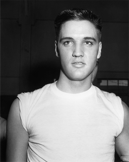 myurlwastaken:  HOLY SHIT.   Elvis in the military