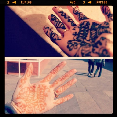 Old pictures from my india trip back in January #mendhi #henna #tattoo #design #intricate #pattern #hand #hands #jaipur #India #Rajasthan #pinkcity #citypalace #pretty #beautiful #paisley  (Taken with instagram)