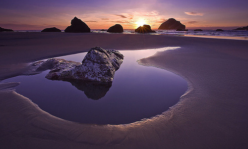 I stayed in Oregon for 3 months in 2003. I wish I visited this place! theworldwelivein:  Face Rock Sunset, Bandon, Oregon© Rich Bitonti