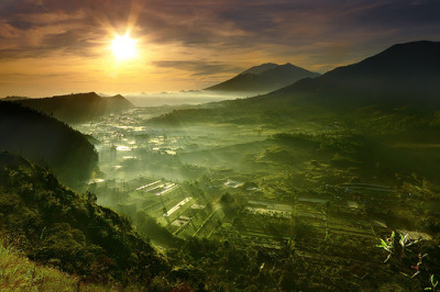 Sunrise in Batur Utara, Kintamani, Bali, Indonesia© tropicaLiving - Jessy Eykendorp