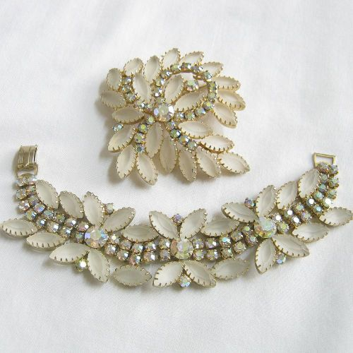 Another fabulous Juliana set! Find more at my shop:  www.myvintagejewels.etsy.com